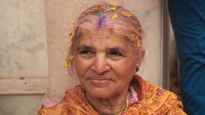 Indien: Farbenfrohe Revolution der Witwen