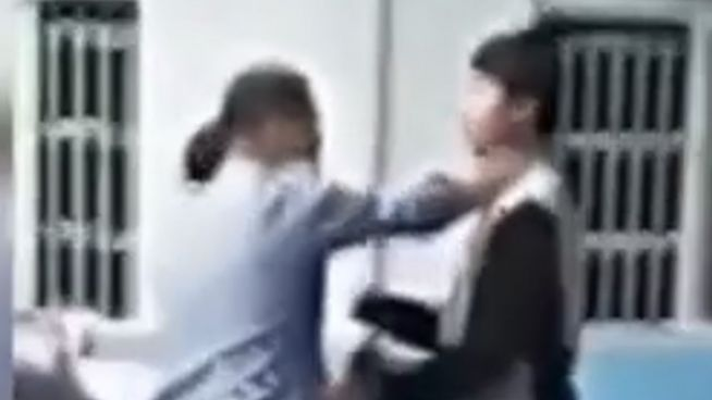 Prügelattacke in China: Schüler greifen ihren Lehrer an