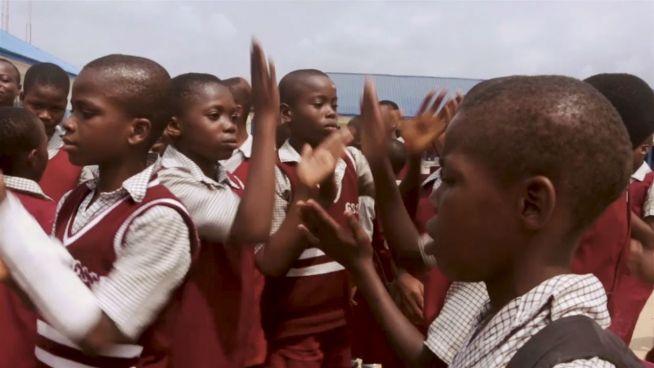 Für die Schule: Die 'Straßenpriester' von Nigeria