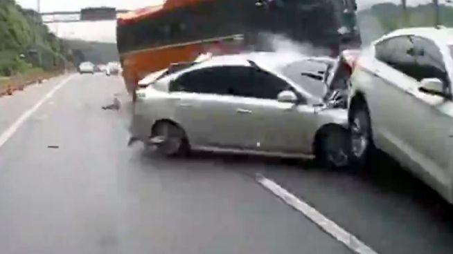 Ungebremst: Vier Tote bei Horror-Crash mit Reisebus