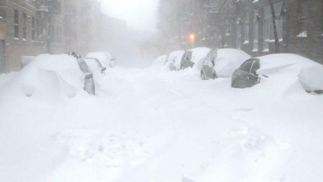 Versunken im Schnee: Hohe Schäden in den USA