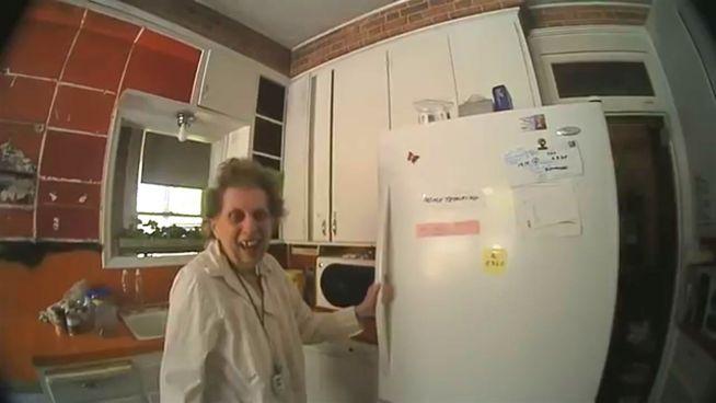 'You are my sunshine': Polizist singt für ältere Dame