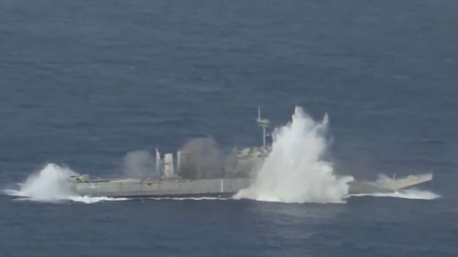 Treffer versenkt: Spektakuläre Entsorgung von Kriegsschiffen