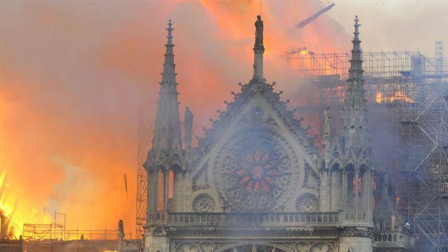 Notre-Dame in Flammen – so reagieren die Stars