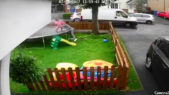 Schock: Mann versucht Kinder aus dem Garten zu locken
