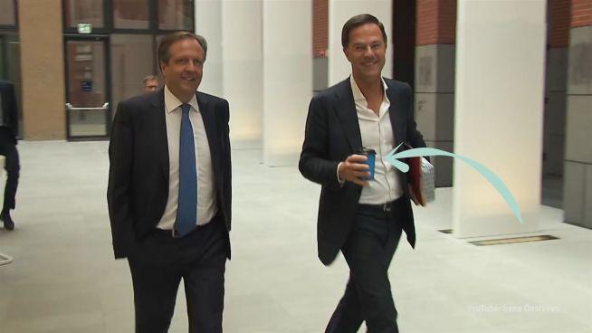 Mark Rutte: Wenn ein Politiker seinen Kaffee verschüttet