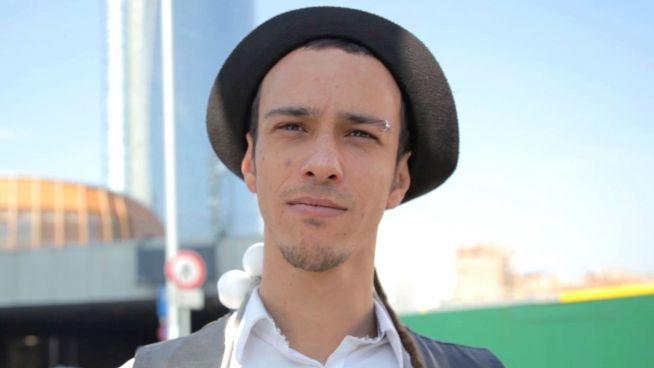 Jonglieren statt studieren: Italiener unterhält im Stau