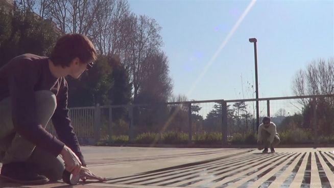 Kleben statt sprayen: So verschönern diese Jungs Rom