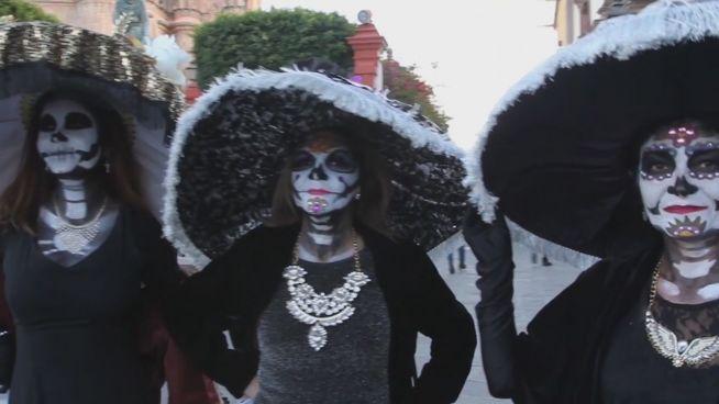 Volksfest in San Miguel: Der Tod steht ihnen gut