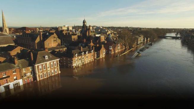 Fluten von York: Die überschwemmte Stadt von oben