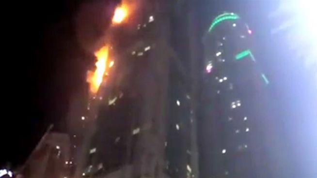 Großbrand in Wolkenkratzer: The Torch steht in Flammen