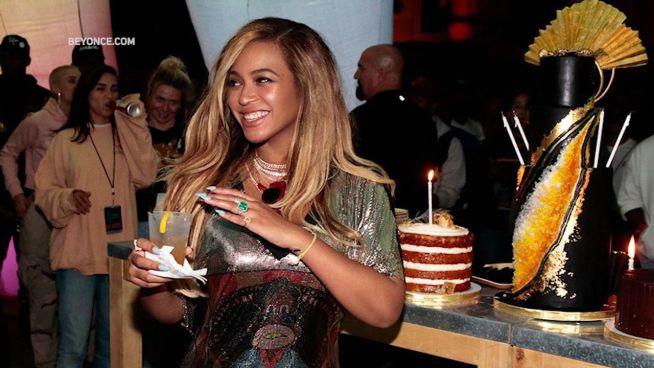 Beyoncé zeigt nie veröffentlichte Bilder von sich