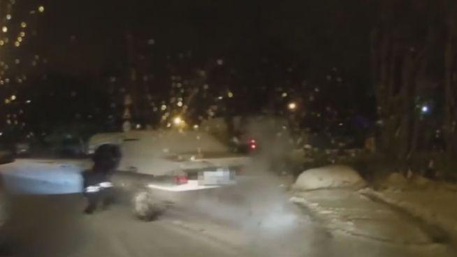 Russischer Hulk: Polizist stoppt betrunkenen Autofahrer