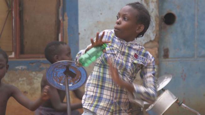 Kreativ: So wollen ugandische Kids zu Rockstars werden