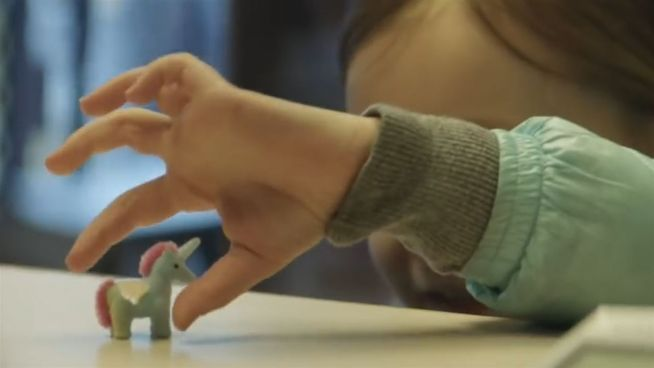 Zum Dahinschmelzen: Kind tauscht Schoki gegen Einhorn