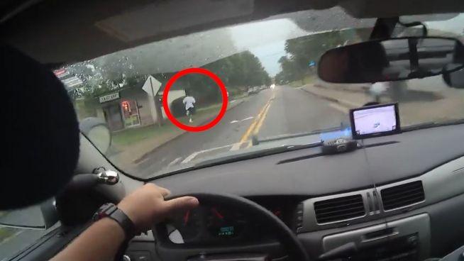 Rabiater Polizist gibt Gas: US-Cop fährt Flüchtigen an