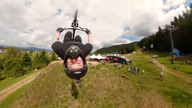 Pures Adrenalin: Spektakuläre Mountainbike-Abfahrt