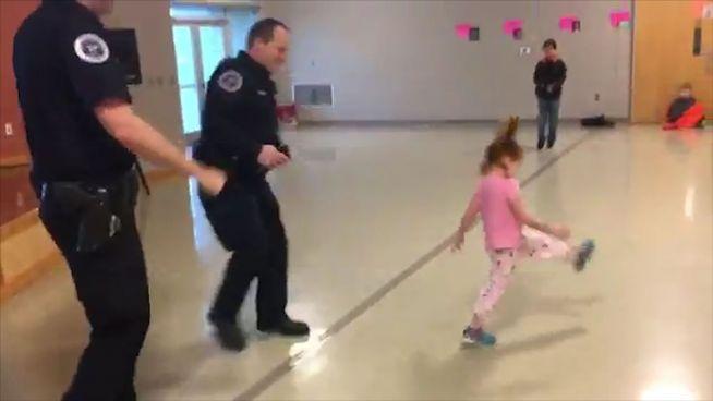 Dein Freund und Tänzer: Polizei empfängt Grundschüler
