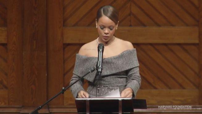 Ein Herz aus Gold: Rihanna hält bewegende Rede an Uni