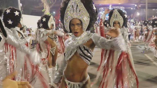 Knete, Kostüme, Kondome: Rios Samba-Karneval in Zahlen